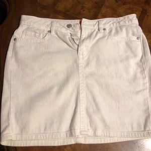 White skirt size 6